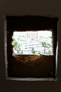 hole_in_the_wall_041711-02.jpg