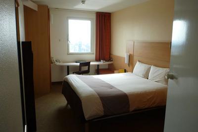 ibis_hotel_031112-01.jpg